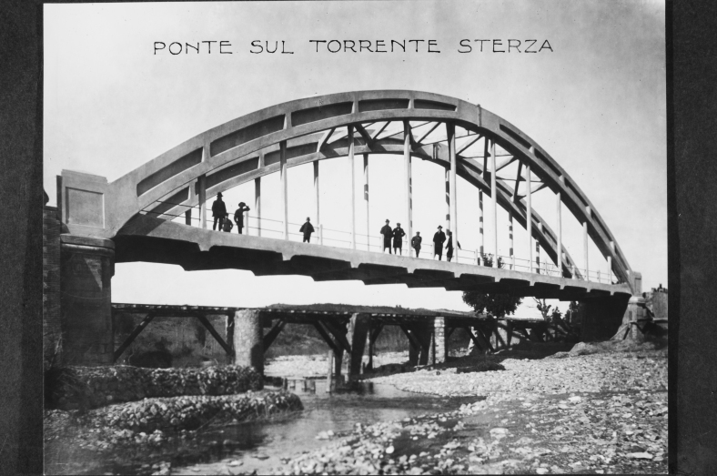 Il ponte sul torrente Sterza a Casino di Terra presso Pisa, realizzato dalla Società Anonima di Costruzioni Cementizie (Foto Archivio Bianchini, Firenze)