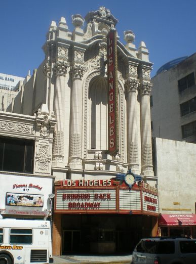 1200px-Los_Angeles_Theater_on_Broadway,_Los_Angeles