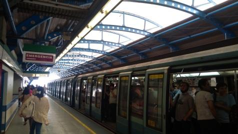 "La fermata ""San Joaquin"" della linea 5 della metropolitana di Santiago"