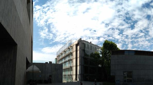 il rapporto con gli altri edifici del campus
